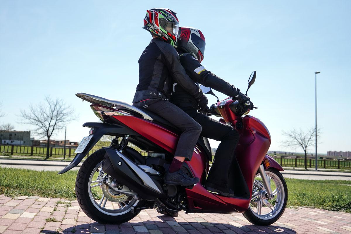menor en moto
